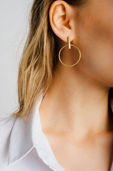 I am looking for similar golden earrings..help me find one! - SeenIt