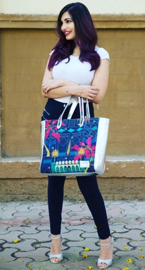 Looking for the navy blue printed tote bag as seen on blogger malvikabillablishkins. - SeenIt