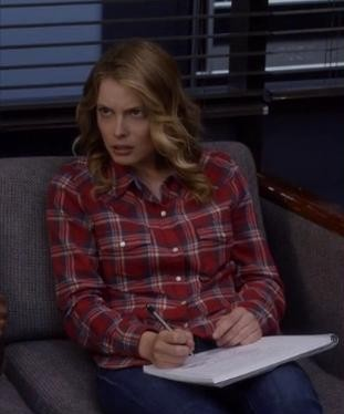 Britta's red plaid shirt looks really cool, want a similar one please - SeenIt