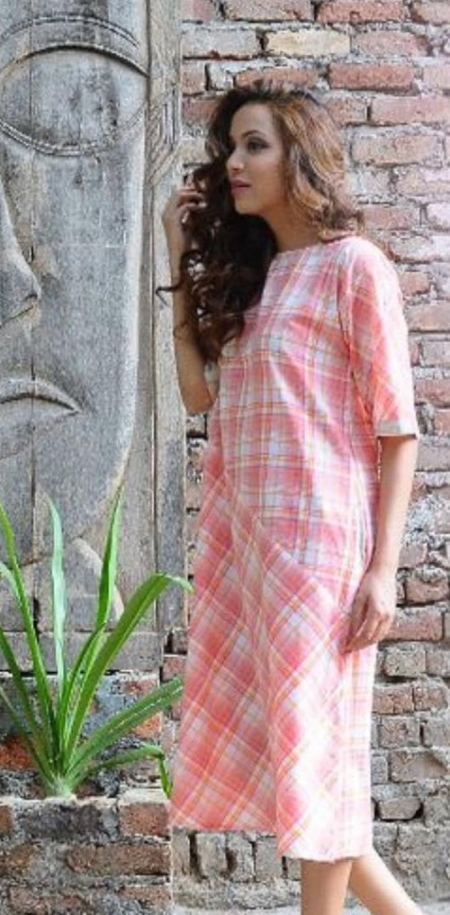 Looking for this pink and white checked midi shift dress. - SeenIt