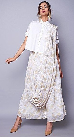 92414083de3 Can you help me find this white printed palazzo saree that Sonam Kapoor is  wearing