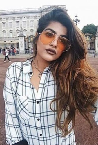 Looking for thatbohogirl's white black and white checkered shirt, brown matte lipstick and aviators - SeenIt