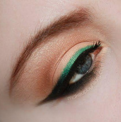 Looking for a similar green colour eyeliner as seen on her. - SeenIt