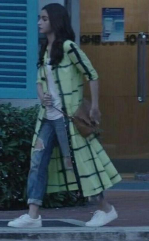 I m looking for long shirt or shrug which Alia Bhatt is wearing in Badrinath ki dulhaniyan - SeenIt