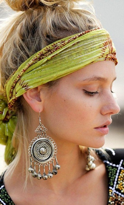 Find me a similar silver dangler earrings and green printed head scarf. - SeenIt