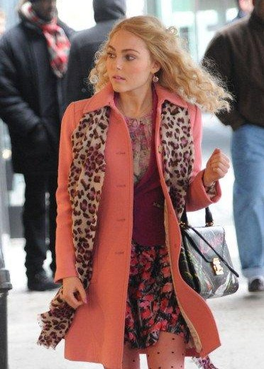 Want a similar peach coat online that Carrie is wearing - SeenIt
