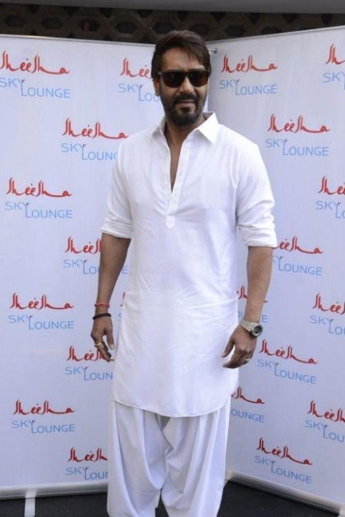 i am looking for this white pathani kurta pyjama as seen on ajay devgn. - SeenIt