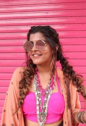 Looking for the silver and pink long necklaces and round sunglasses that thatbohogirl is wearing. - SeenIt