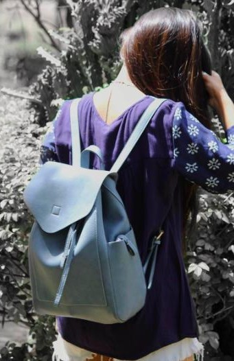 Want a similar blue coloured bag that Cherry Jain is carrying. - SeenIt