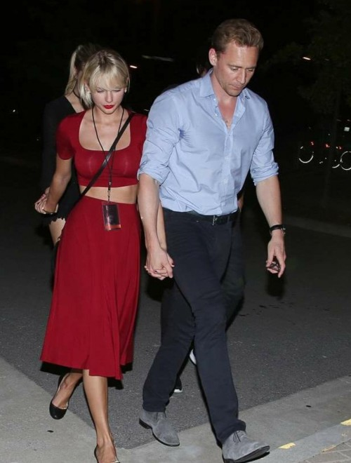 Looking for same matching crop and skirt 😍 which Taylor Swift is wearing - SeenIt