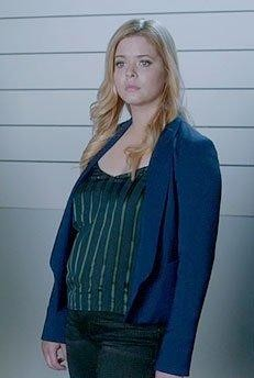 want a similar blue blazer like alison's - SeenIt