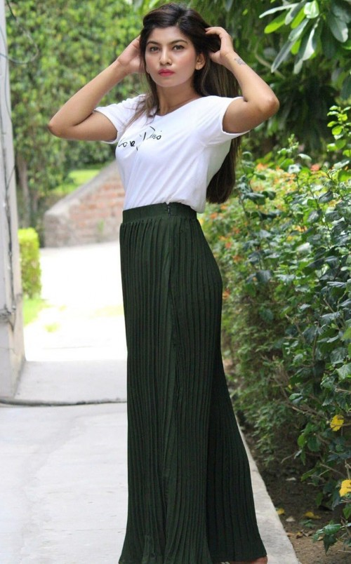 Looking for these green pleated palazzo online please!! - SeenIt