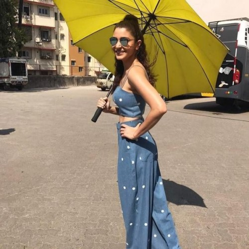 i m looking for a similar kind of coordinates which Anushka Sharma is wearing - SeenIt