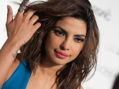need a lipcolor similar to the one Priyanka Chopra is wearing - SeenIt