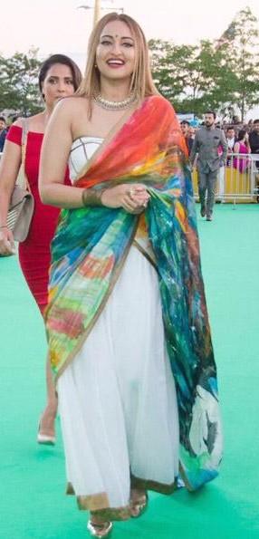 Yay or Nay? Sonakshi Sinha wearing a pseudo saree at the IIFA awards green carpet in New York - SeenIt