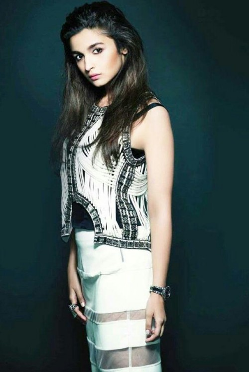I am looking for same dress which alia bhatt is wearing - SeenIt