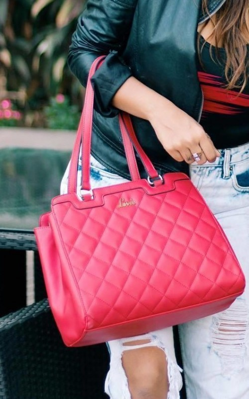 This red quilted handbag is what I am looking for. - SeenIt