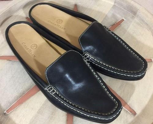 I m looking for similar black slipons help me - SeenIt