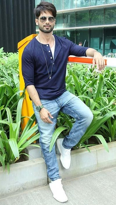 I am looking for a similar navy blue henley t-shirt with light blue jeans and white sneakers that Shahid Kapoor is wearing, help me - SeenIt