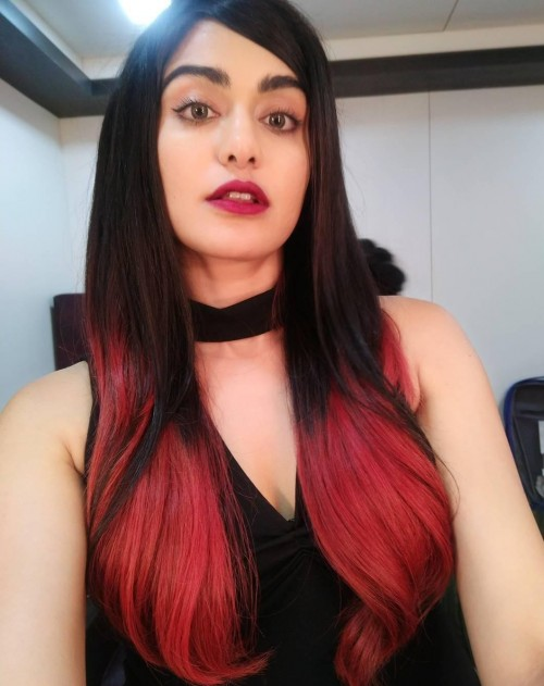 I want a similar red lipstick and black choker top as seen on adah shrma. - SeenIt