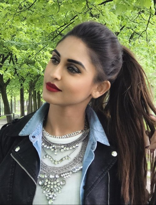 I want this similar maroon lipstick and silver neckpiece as seen on krystle dsouza - SeenIt