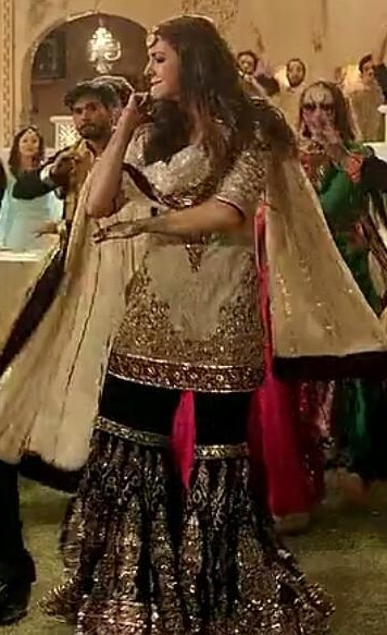 Want this beige and black embroidered salwar kameez that Anushka Sharma is wearing. - SeenIt