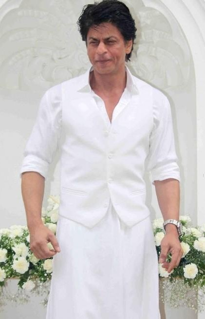 1a12ed8f472 I looking for this white kurta and vest that Shahrukh Khan is wearing -  SeenIt