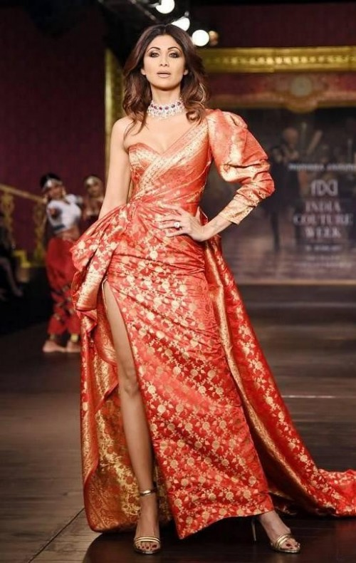 Yay or Nay? Shilpa Shetty walks the ramp as a showstopper for Monisha Jaisingh in an exquisite slitted silk brocade outfit during the India Couture week 2017 - SeenIt