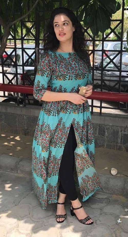 Help me find this mint green block printed front slit tunic online.. - SeenIt