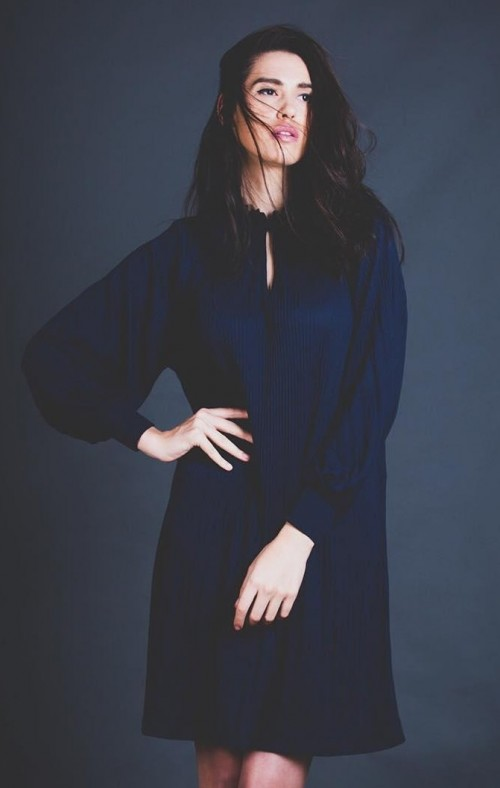 Looking for a similar navy blue shift dress...Any idea where to find it? - SeenIt