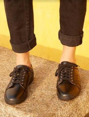 I want to buy these exactly same black sneakers!! Any idea where to find them? - SeenIt
