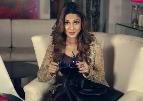 am looking for similar bag where can i find and what brand is it which Jennifer Winget is carrying - SeenIt