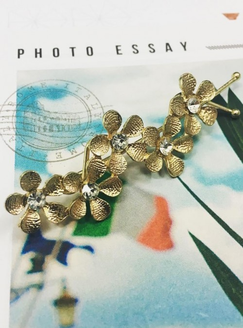 Want this golden floral hair pin. - SeenIt