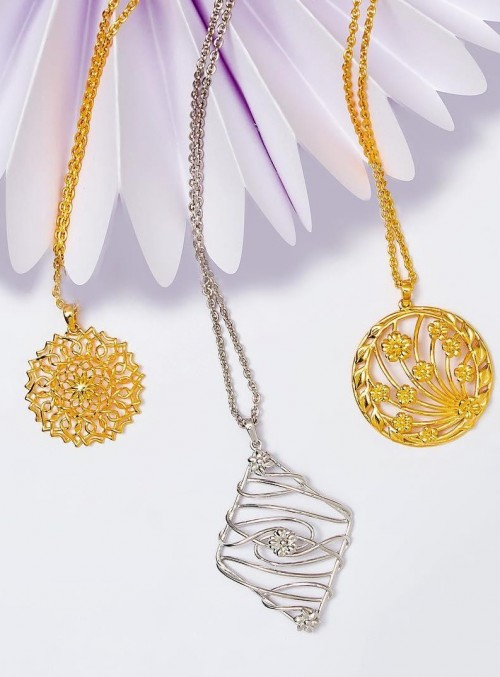 Looking for these golden and silver pendant chain necklaces. - SeenIt