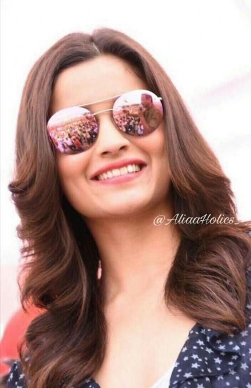 I am looking for same eyewear Alia bhatt is wearing - SeenIt