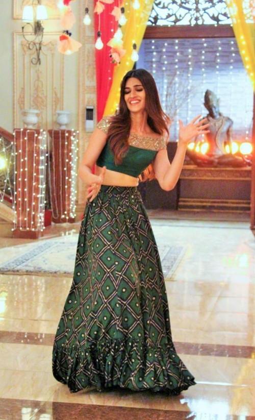 I am looking for same green lehenga which Kriti Sanon wore while promoting Bareilly ki Barfi - SeenIt