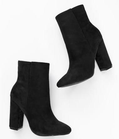 I'm looking for the same black boots - SeenIt