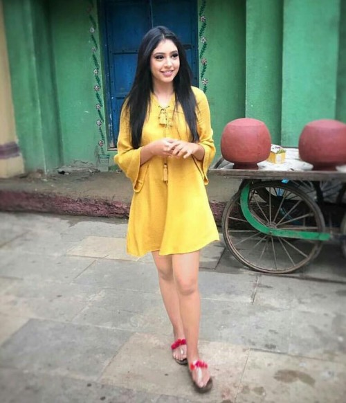 Looking for this mustard dress worn by Niti Taylor. - SeenIt