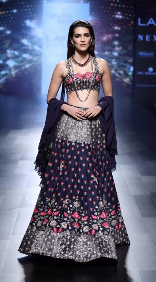 Yay or Nay? Kriti Sanon walked the ramp for Arpita Mehta during the Lakme Fashion Week - SeenIt