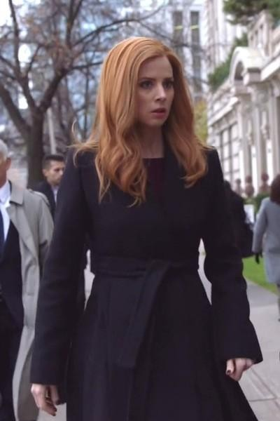 Donna Paulsen's black belted coat is what i want - SeenIt