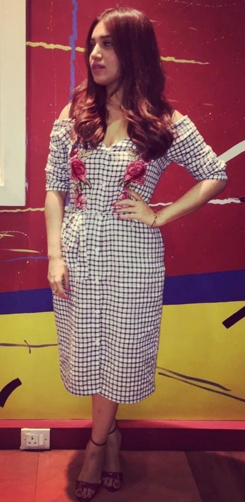 402e12e9e4cf Help me find this cold shoulder floral patched black and white checkered  shirt dress that Bhumi
