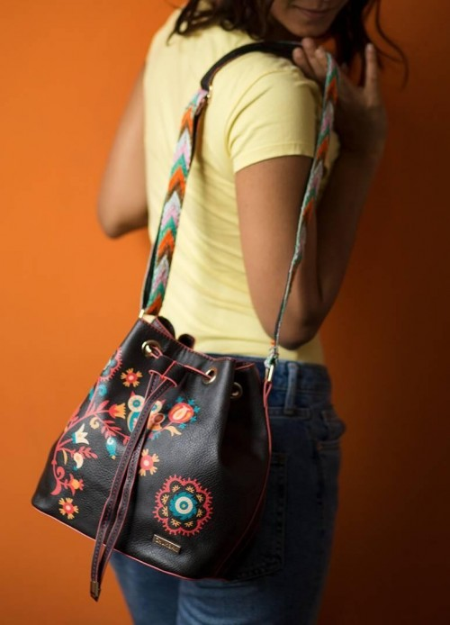 This black floral printed bucket bag is what I am looking for. - SeenIt