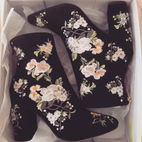 Need this floral kinda boots with a similar print. - SeenIt
