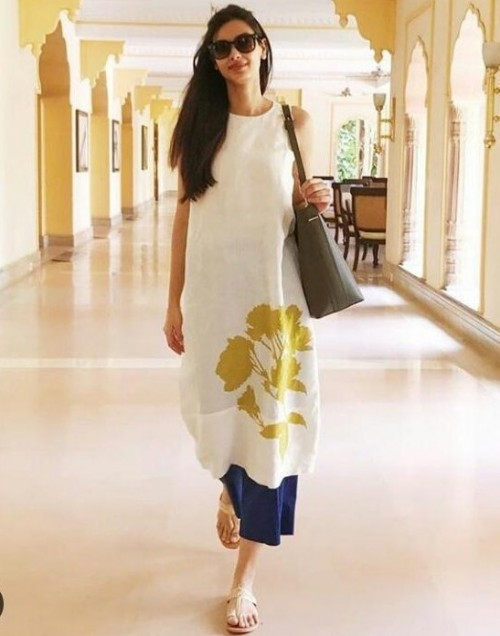 I'm looking for similar outfit which Diana Penty is wearing . Please help! - SeenIt