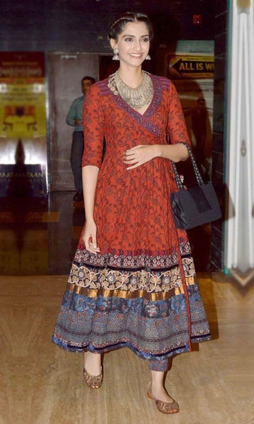Want a similar kurti like the one which Sonam Kapoor is wearing - SeenIt