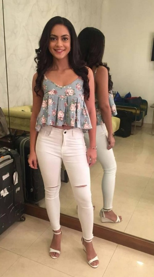 Help me recreate Anya Singh's outfit..printed top and white ripped jeans from the promotions of her upcoming movie Qaidi Band - SeenIt