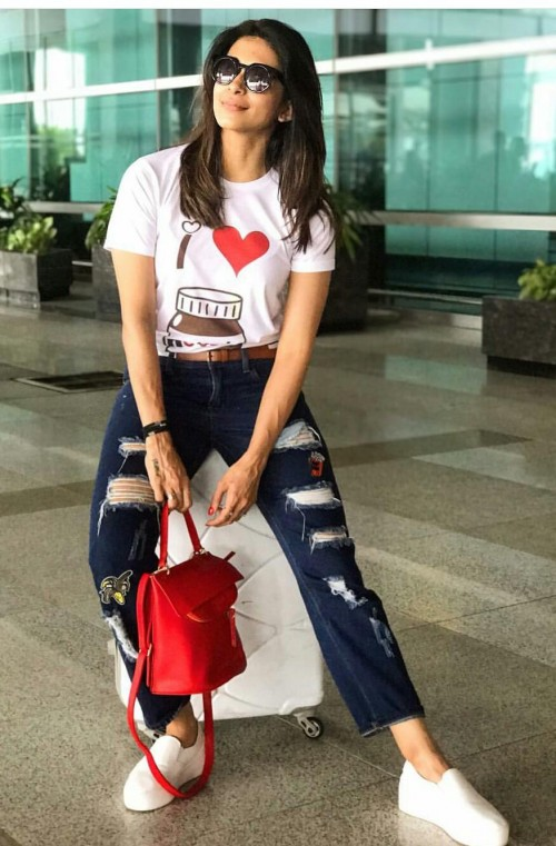 i'm looking for a similar tee and purse which kishwar merchant is wearing - SeenIt