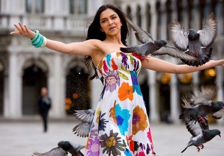 Want the tube floral maxi dress which Deepika Padukone is wearing in bachna ae haseeno - SeenIt