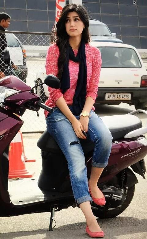 I am looking for same outfit which kriti sanon is wearing , the blue cropped jeans and the pink top - SeenIt
