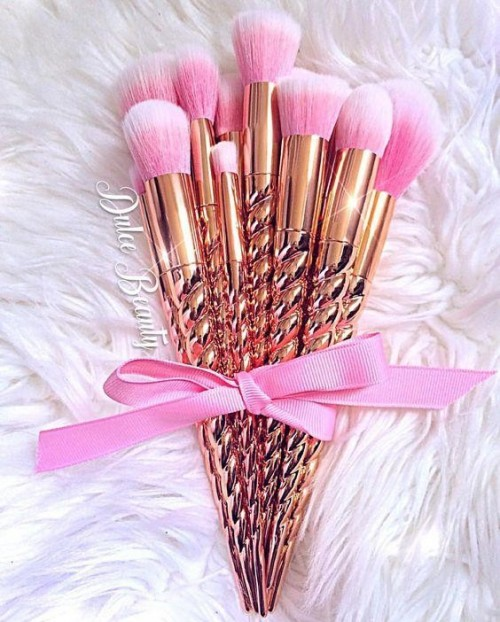 Looking for similar golden unicorn makeupbrush set - SeenIt